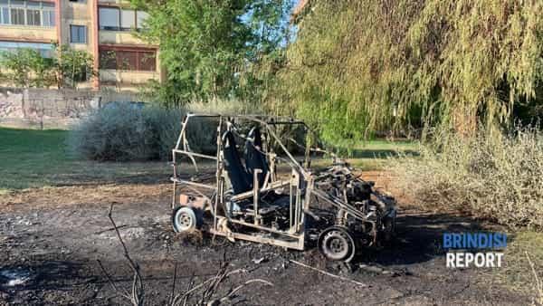 Incendio auto largo Silvestro Lega-3