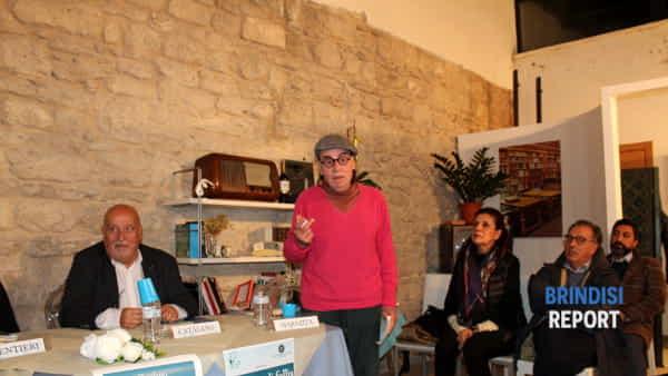 Giancarlo Cafiero mentre interpreta una poesia di Ennio Masiello-2