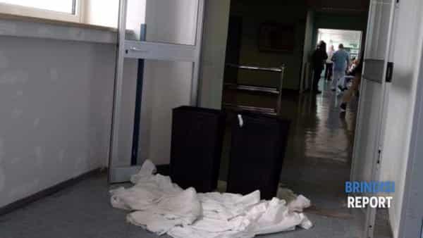 Pioggia nel reparto di Urologia dell'ospedale Perrino di Brindisi 2-2