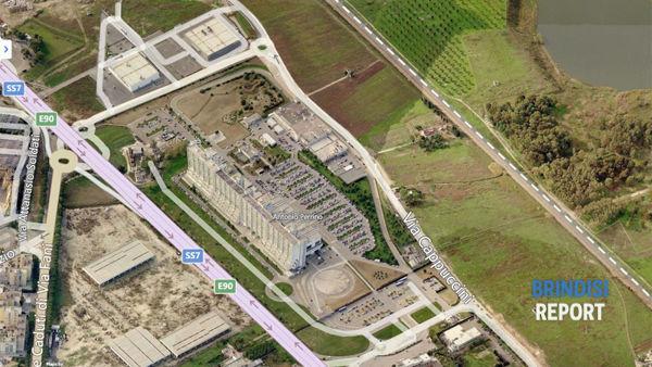 La linea ferroviaria per Taranto nei pressi dell'ospedale Perrino