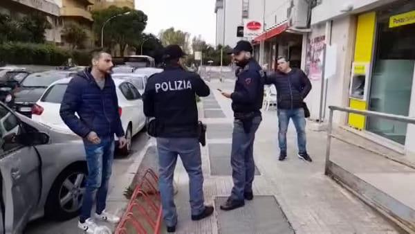 Banditi armati nell'ufficio postale del rione Bozzano