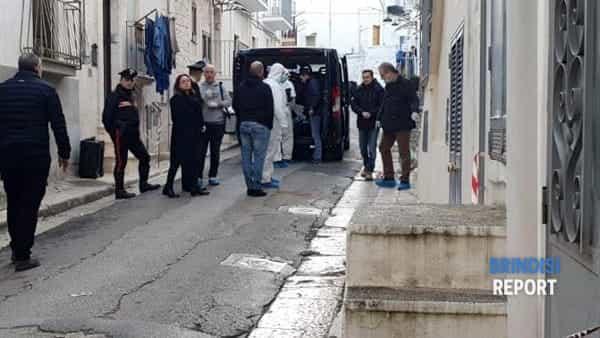 Gli inquirenti nella strada del duplice omicidio di Ceglie Messapica-2