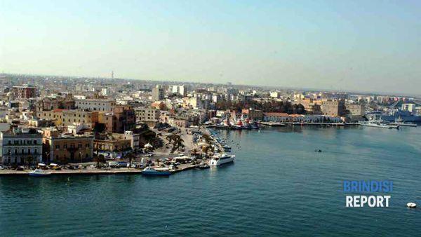 Veduta di Brindisi e del porto interno