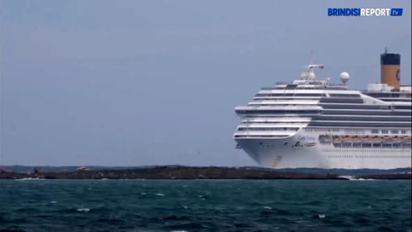 Crociere annullate: l'arrivo della Costa Fortuna nel porto di Brindisi