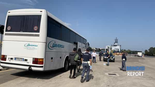 Sbarco migranti curdi 3