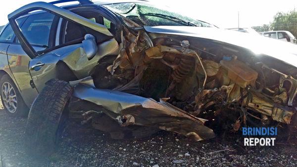 L'Alfa 156 dopo l'impatto contro un ulivo