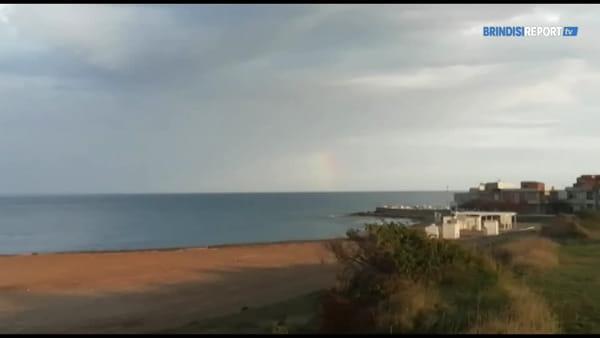 Il cane e l'arcobaleno: un pomeriggio invernale sul litorale a sud di Brindisi
