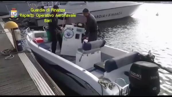 Trafficante di droga intercettato in mare aperto: le immagini della Finanza