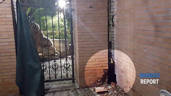 L'ingresso della villa di Luca Screti (2)-2-3
