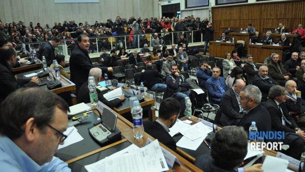 La sala del Consiglio gremita