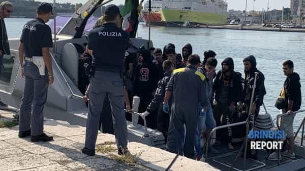 Sbarco migranti curdi 8