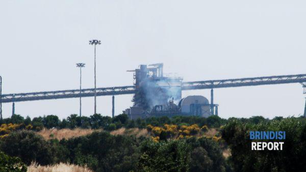 L'incendio alla centrale di Cerano (ph Paola Bari)