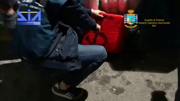Scafista del Brindisino preso in mare con mezza tonnellata di droga