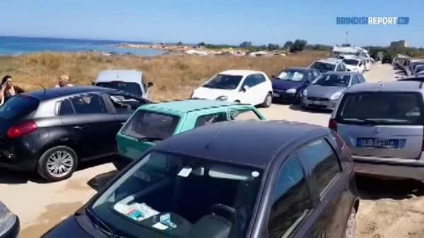 Invasione domenicale di auto sulla litoranea nord di Brindisi