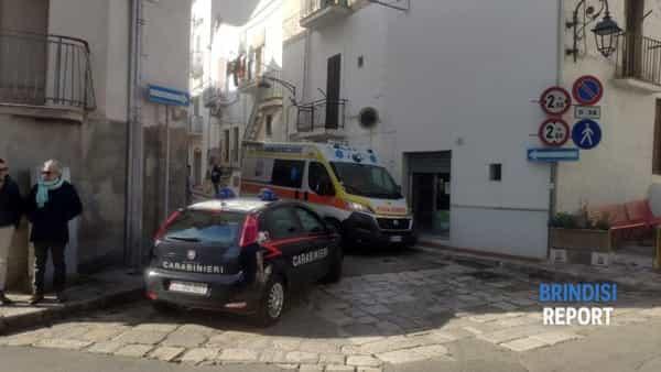 Carabinieri nei pressi della casa del duplice delitto a Ceglie Messapica-2