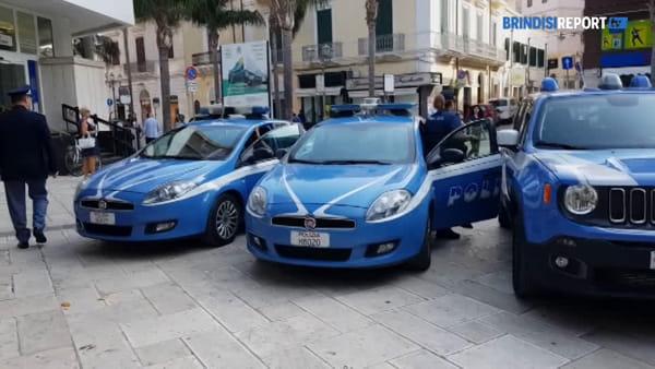 Sirene spiegate: i poliziotti di Brindisi salutano i colleghi caduti a Trieste