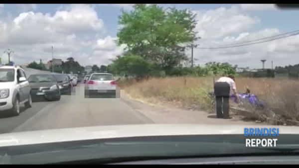 Moto finisce nelle campagne: la scena dell'incidente sulla Oria-Manduria