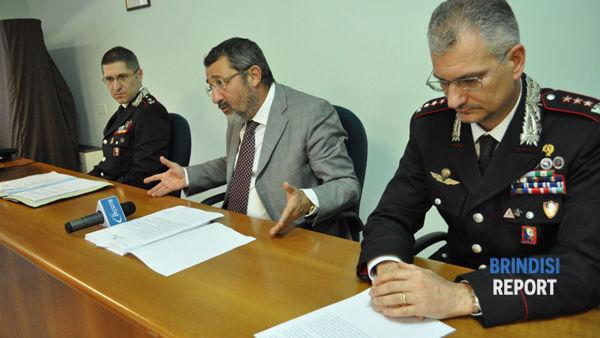 Il maggiore Alessandro Colella, il procuratore Marco Dinapoli e il colonello Andrea Paris