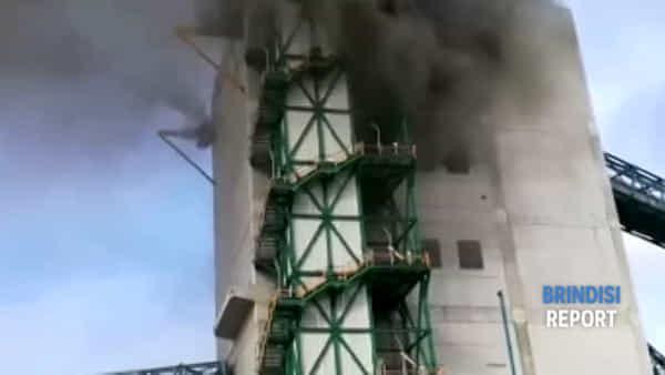 Incendio in una delle torri del nastro trasportatore del carbone
