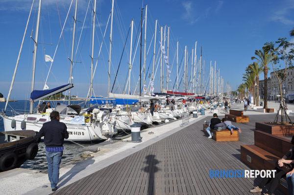 Il lungomare con le barche della regata Brindisi-Corfù