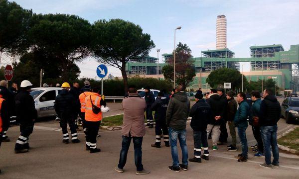 Protesta lavoratori Nubile all'esterno della centrale Enel di Cerano-2