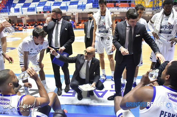 Timeout Happy Casa Brindisi, coach Vitucci-2