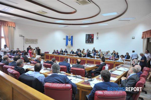 Una seduta del consiglio provinciale di Brindisi