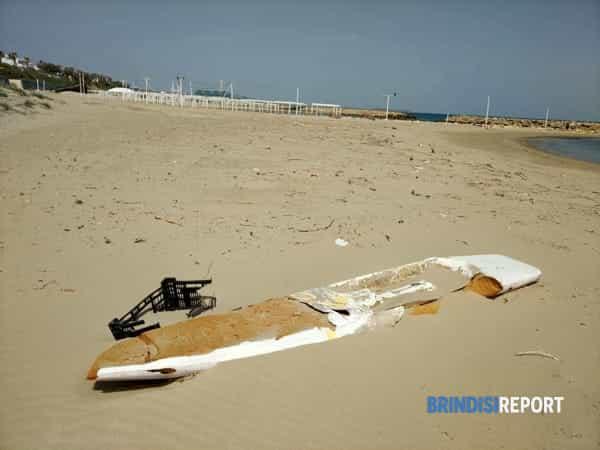 spiaggia sporca campo di mare aprile 2019.4-2