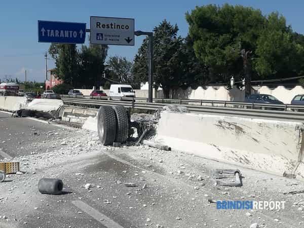Camion ribaltato Restinco 5-2