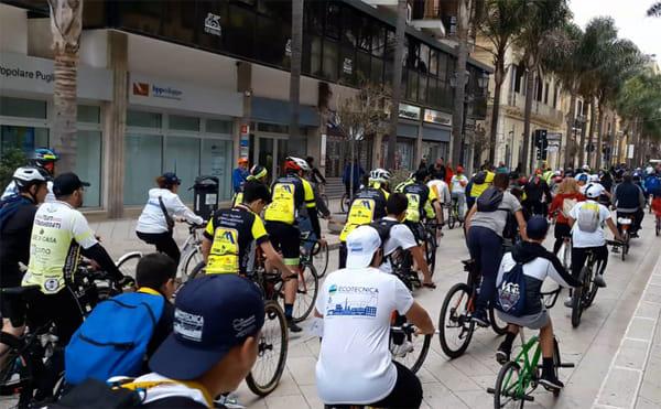 BIB 2019 -Ciclisti su CorsoGaribaldi-2