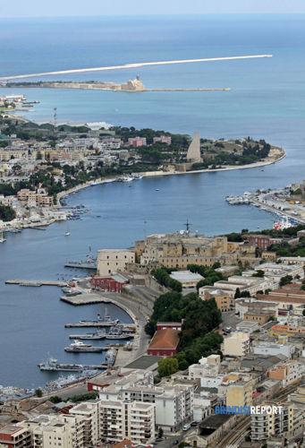 Un particolare del Seno di Ponente del porto di Brindisi-3