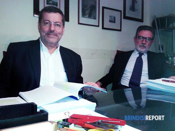 Mimmo Consales e l'avvocato Massimo Manfreda durante la conferenza stampa-2