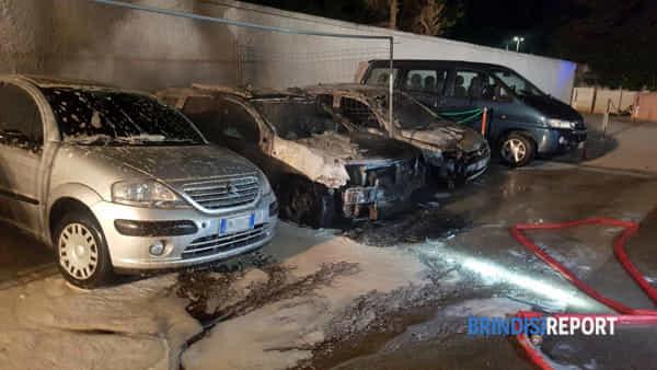 incendio auto via da Vinci Brindisi1-2