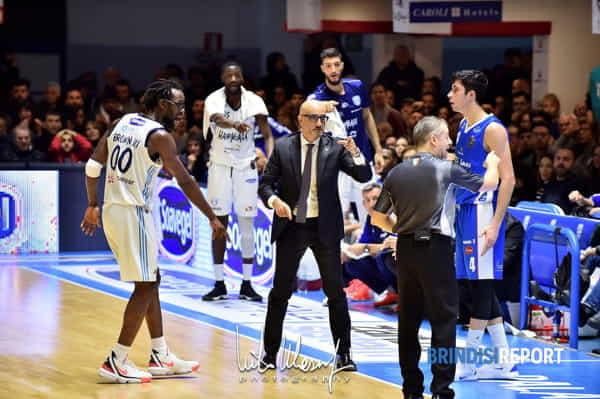 Coach Vitucci contro Treviso-2