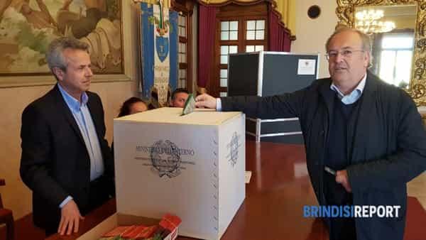 Riccardo Rossi al voto in Provincia-2