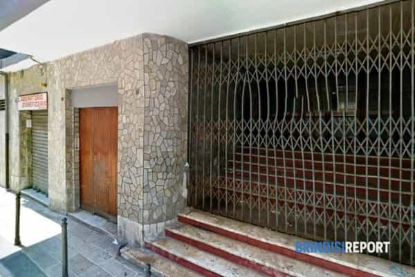 L'ingresso dell'ex Cinema Di Giulio in via Cesare Battisti a Brindisi-2