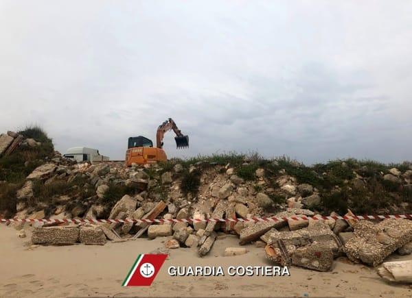 Capitaneria di porto, sequestro cantiere Torre Guaceto-4