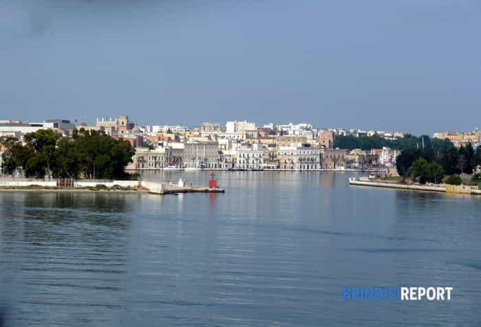 Brindisi vista dall'imbocco del porto interno-3