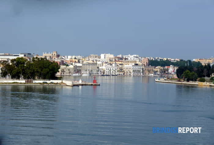 L'imbocco del porto interno di Brindisi-4
