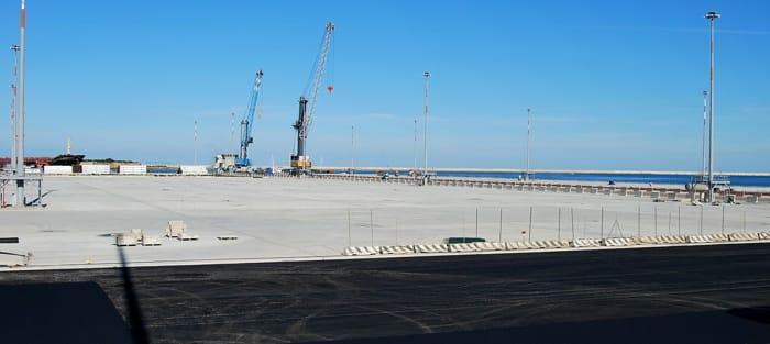 Lavori di completamento funzionale dello sporgente est del molo di costa morena – realizzazione pavimentazione-2
