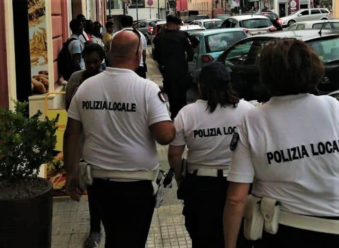 Servizio controllo piazza Crispi carabinieri polizia locale-3