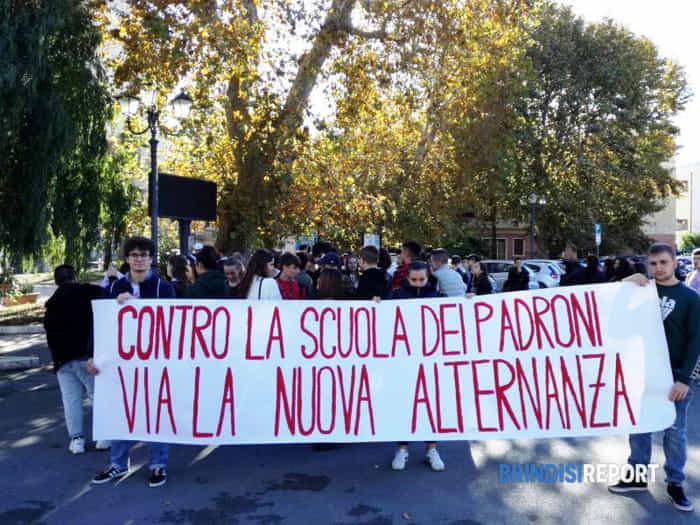 manifestazione studenti Brindisi 8 novembre 2019 - 3-2