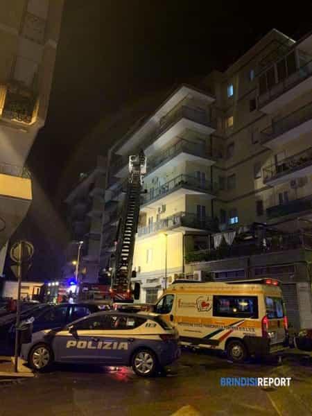 Intervento vigili del fuoco in Corte Cappuccini per incendio in un condominio-2