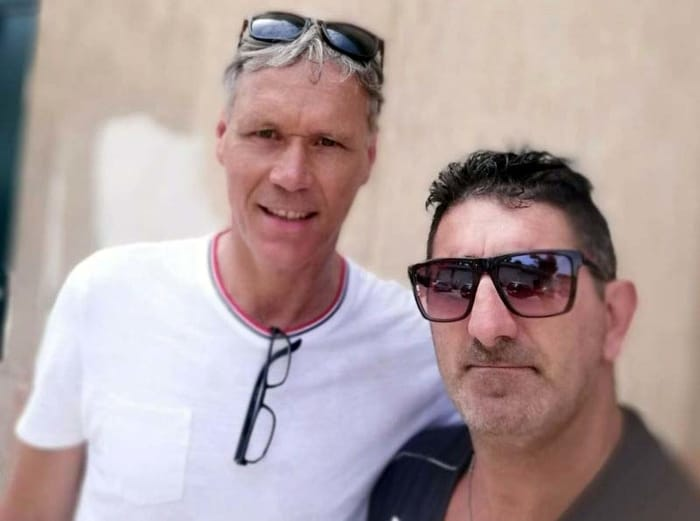 Marco van Basten con il supertifoso milanista brindisino Luciano tedesco-2