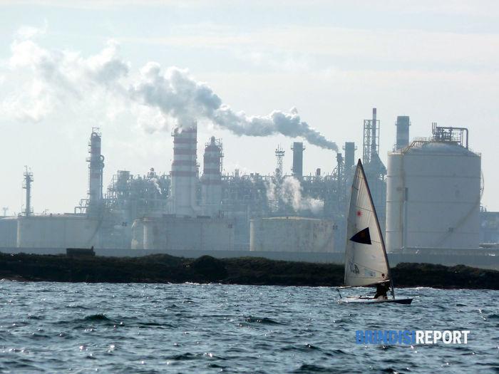 Il petrolchimico visto dalla Isole Pedagne-2