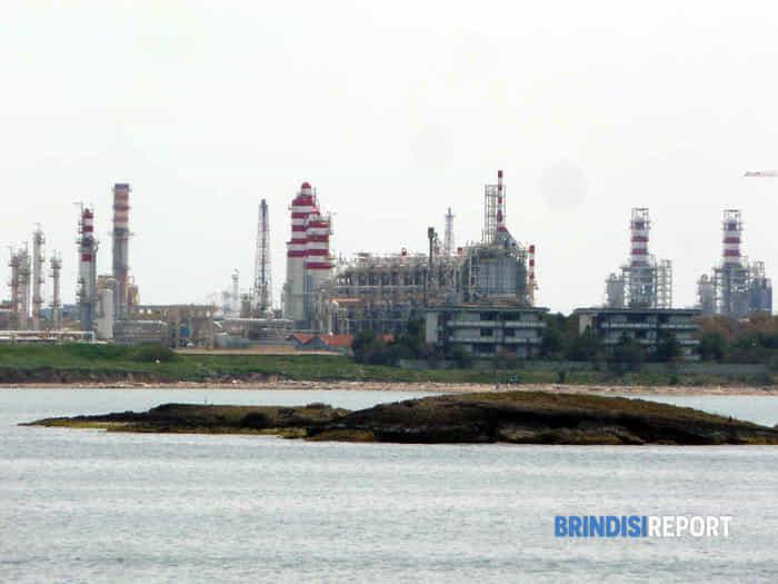 Le isole Pedagne e lo stabilimento petrolchimico di Brindisi-2