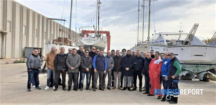 Lavoratori ex Cbs Damarin con rappresentanti Cantieri Riuniti del Mediterraneo-2