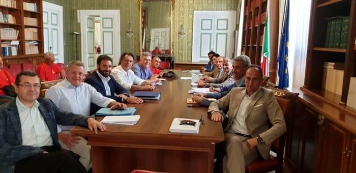 Uno degli incontri mediati dalla prefettura per la crisi dei cantieri navali brindisi-2