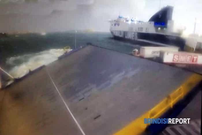 traghetti in difficolta a Punta delle Terarre-2