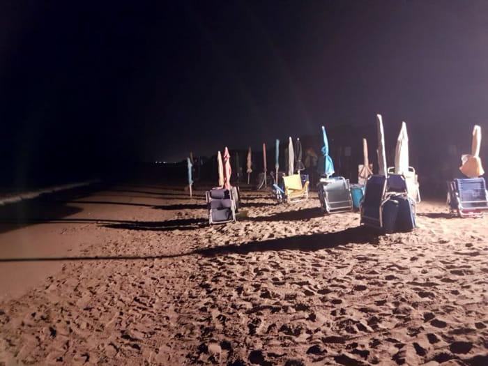 sequestro ombrelloni e sdraio lasciati di notte in spiaggia a torre canne (3)-2